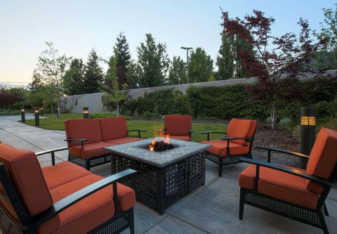 Courtyard Chico - Outdoor Fire Pit