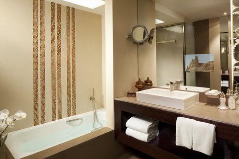 فندق الفيصلية - Deluxe Suite Bathroom