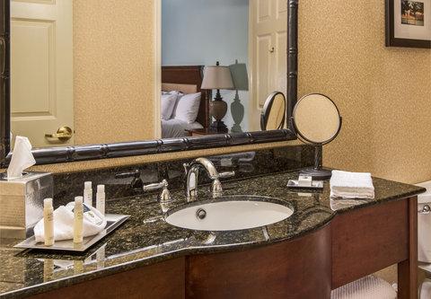 DoubleTree Suites by Hilton Naples - DoubleTree Naples - Guest Room Bathroom