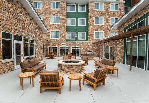 Residence Inn Omaha West - Outdoor Patio