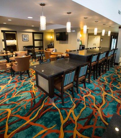 Residence Inn Omaha West - Communal Table