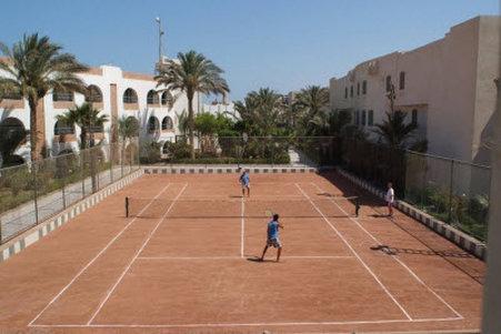 بيل اير أزور ريزورت (للبالغين فقط) - tenis court