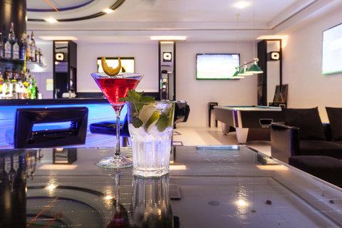 فندق هوليدي ان البرشا - Watch major sports events at The Q - Sports Bar