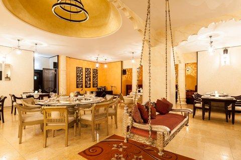 فندق هوليدي ان البرشا - Enjoy traditional Indian Cuisine at Gharana