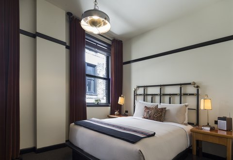 Chicago Athletic Association - Classic Sleeping Quarters