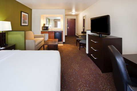 Holiday Inn Express & Suites ABERDEEN - ADA Handicapped accessible Suite with mobility tub