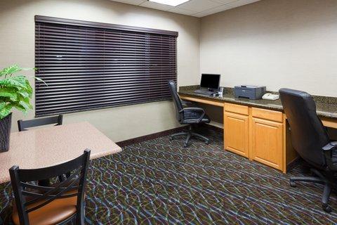 Holiday Inn Express & Suites ABERDEEN - Business Center