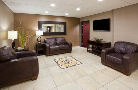 Holiday Inn Express & Suites ABERDEEN - Hotel Lobby