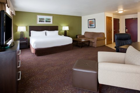 Holiday Inn Express & Suites ABERDEEN - ADA Handicapped accessible Deluxe Suite