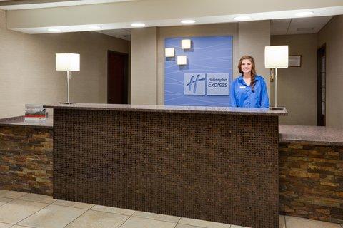 Holiday Inn Express & Suites ABERDEEN - Front Desk