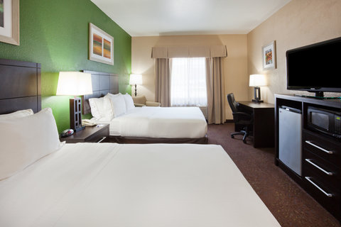 Holiday Inn Express & Suites ABERDEEN - ADA Handicapped accessble Two Queen Guest Room