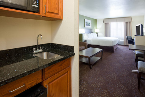 Holiday Inn Express & Suites ABERDEEN - King Suite