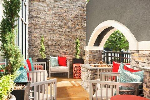 Homewood Suites Atlanta/Perimeter Center - Patio and Fire Pit