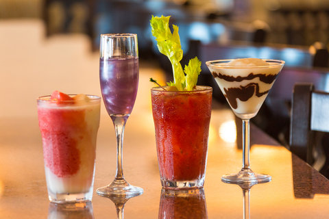 Holiday Inn Resort DAYTONA BEACH OCEANFRONT - Enjoy a variety of refreshing cocktails in our H2O Bar and Grill
