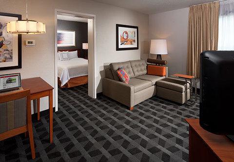 TownePlace Suites Republic Airport Long Island/Farmingdale - One-Bedroom Suite Living Room
