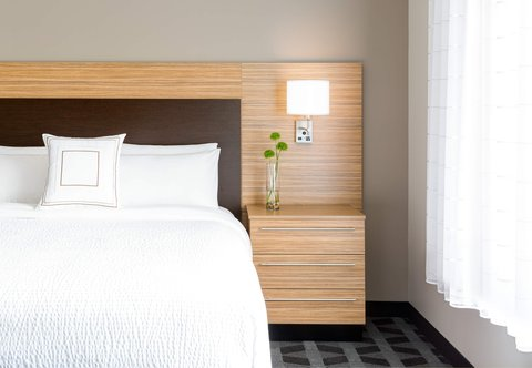 TownePlace Suites Republic Airport Long Island/Farmingdale - Suite - King Bedroom