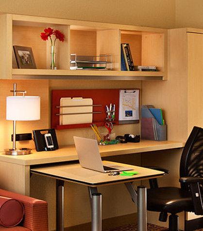TownePlace Suites Republic Airport Long Island/Farmingdale - Home Office Suite