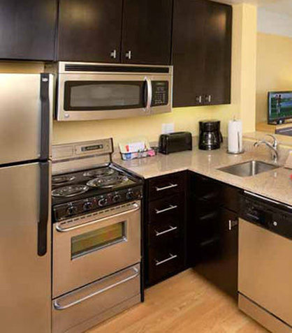 TownePlace Suites Republic Airport Long Island/Farmingdale - Fully Equipped Kitchen