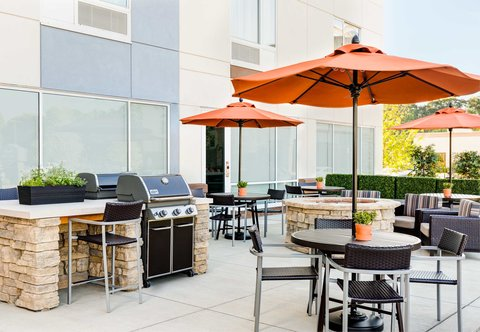 TownePlace Suites Republic Airport Long Island/Farmingdale - Outdoor Grill
