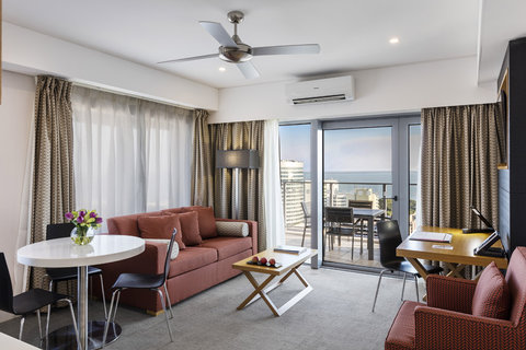 Elan Soho Suites - Elan Darwin Bed Harbour View Living Balcony