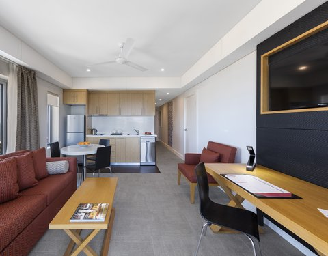 Elan Soho Suites - Elan Darwin Bed Living Kitchen
