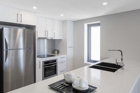 Elan Soho Suites - Elan Darwin Bed Kitchen