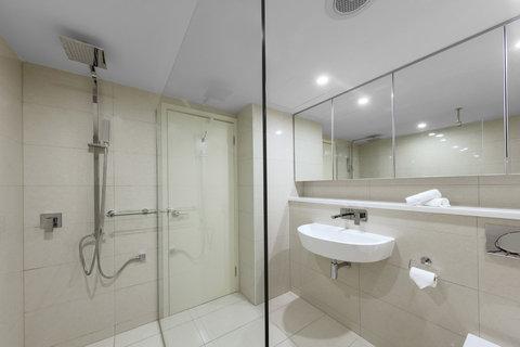 Elan Soho Suites - Elan Darwin Hotel Room Bathroom