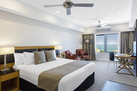 Elan Soho Suites - Elan Darwin Hotel Room Bed Living