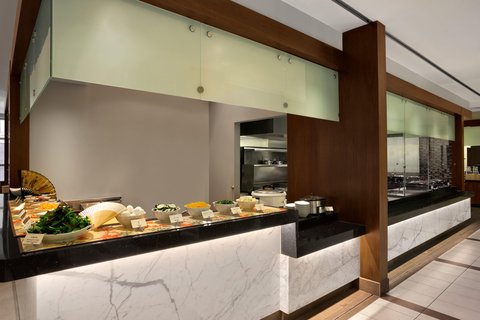 Embassy Suites Chicago - Downtown - Breakfast Buffet Area