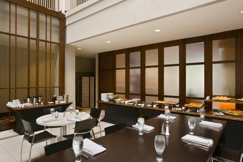 Embassy Suites Chicago - Downtown - Atrium Dining Area
