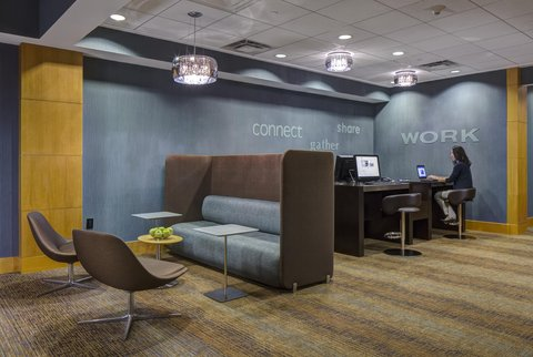 DoubleTree by Hilton Chicago - Arlington Heights - Business Center