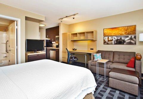 TownePlace Suites Republic Airport Long Island/Farmingdale - Studio Queen Suite