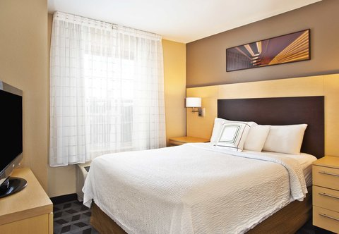 TownePlace Suites Republic Airport Long Island/Farmingdale - Two Bedroom Suite - Sleeping Area