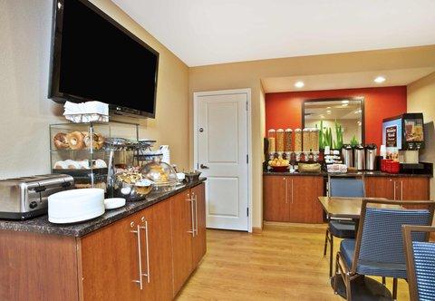 TownePlace Suites Republic Airport Long Island/Farmingdale - Breakfast Buffet
