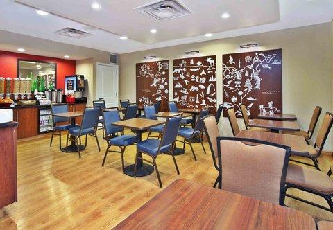 TownePlace Suites Republic Airport Long Island/Farmingdale - Breakfast Area