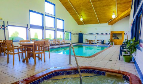 Holiday Inn Express BEMIDJI - Unwind after a long day by relaxing in our Whirlpool or Sauna