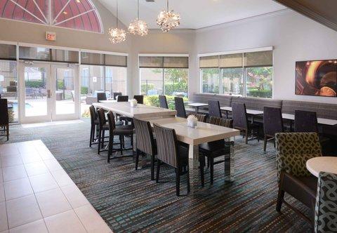 Residence Inn Dallas Market Center - Gatehouse Lobby