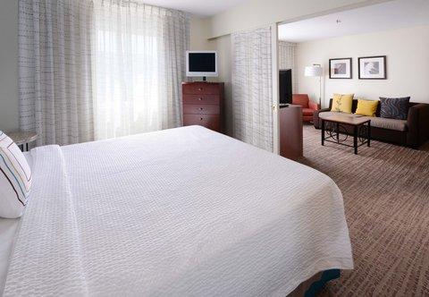 Residence Inn Dallas Market Center - One-Bedroom Suite - Sleeping Area
