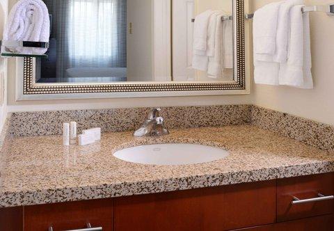 Residence Inn Dallas Market Center - Guest Bathroom