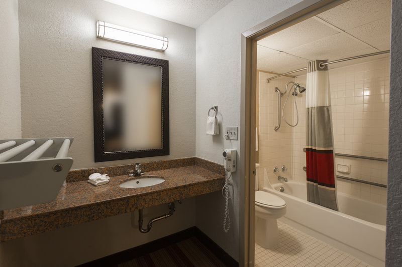 Red roof inn bloomington in bloomington il 61701 citysearch for P bathroom suites cheap