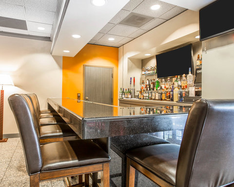 Clarion Hotel Bakersfield - CAlounge
