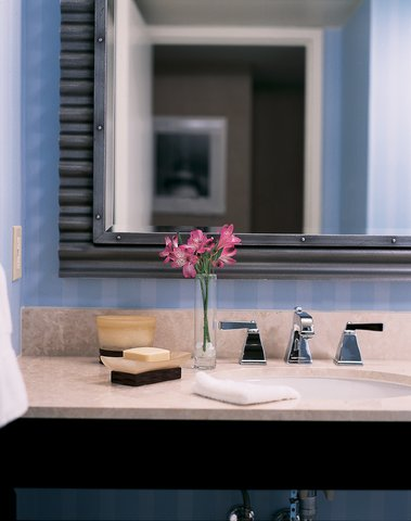 Loews Annapolis Hotel - Guestroom Bathroom