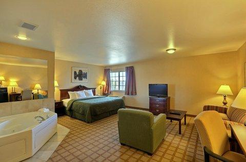 Boarders Inn & Suites - King Whirlpool Suit W Sofa Bed