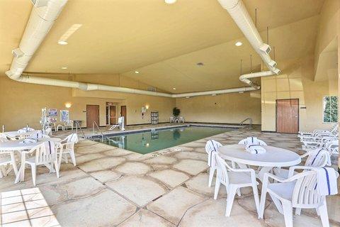 Boarders Inn & Suites - Pool