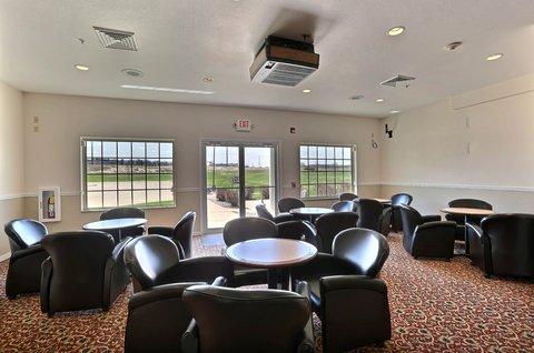 Boarders Inn & Suites - Lounge Area