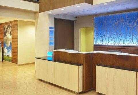Fairfield Inn & Suites Chicago Lombard - Front Desk