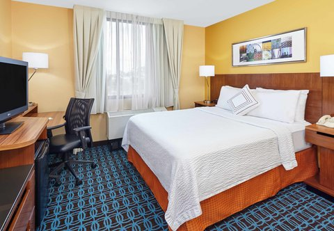 Fairfield Inn & Suites Chicago Lombard - Queen Guest Room
