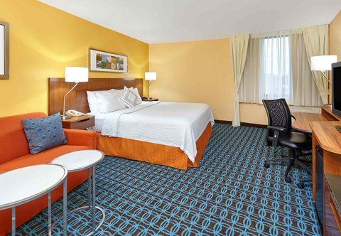 Fairfield Inn & Suites Chicago Lombard - King Guest Room