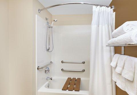 Fairfield Inn & Suites Chicago Lombard - Accessible Guest Bathroom
