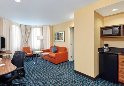 Fairfield Inn & Suites Chicago Lombard - King Suite